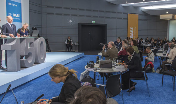 Foto från BASFs 150 års presskonferens