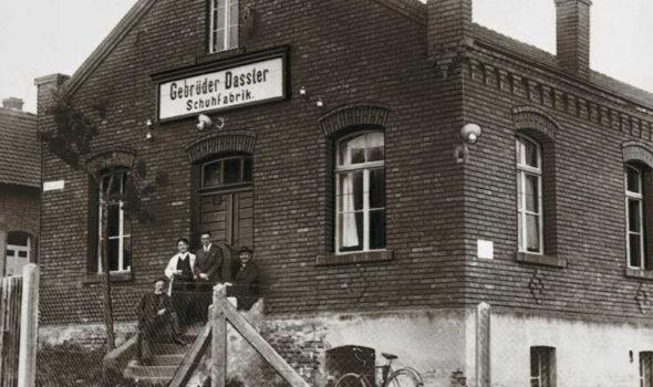 Fabriken där bröderna Dassler tillverkade skor 1927. Foto från Pumas historiska hemsida.