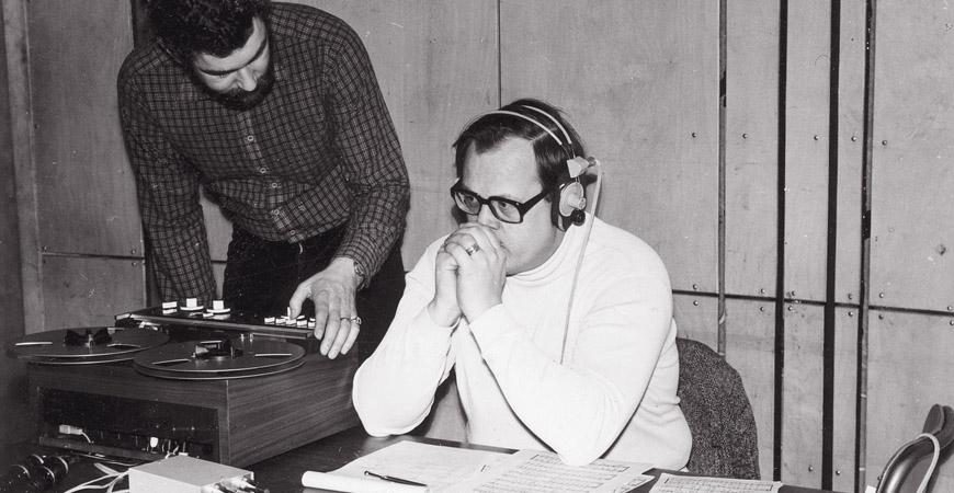 Ljudet är gränslöst. Varför skulle inte japaner spela Bach? Robert von Bahr och Dan-Olof Stenlund vid en inspelning 1980. Foto: privat.