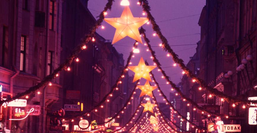 Lucka 12: Adventsstjärna och julpynt
